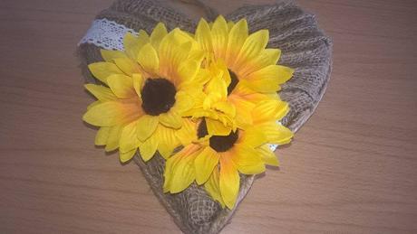 jutové srdiečko na dvere zdobené slnečnicami ,