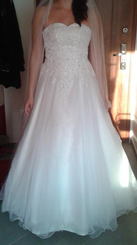 Nenošené svatební šaty, 36