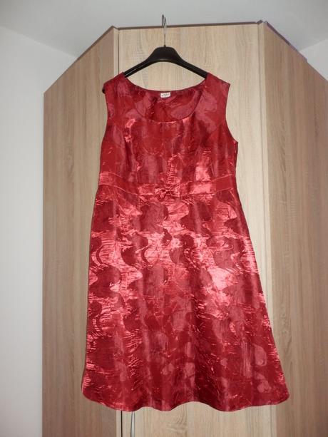 Červené šaty, 42