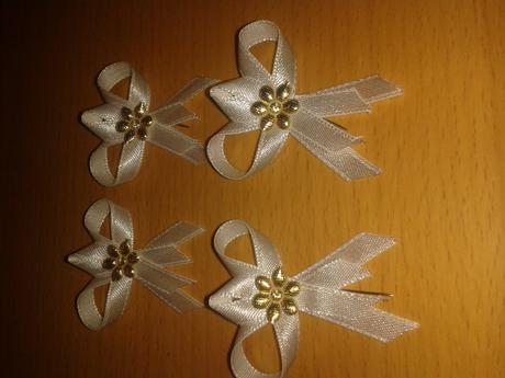 svadobne pierka -biele so zlatou ozdobou,