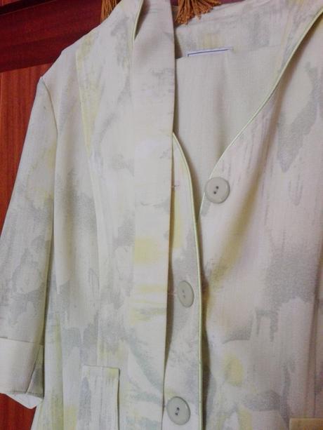 Bledo zelený nohavicovy kostým, 46