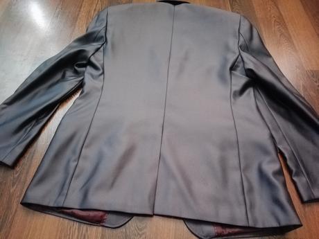 Lesklé sivé sako, 50
