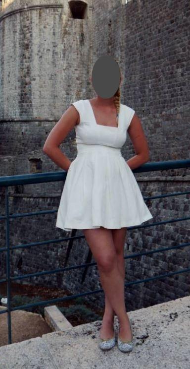 Krátké jednoduché šaty, 36