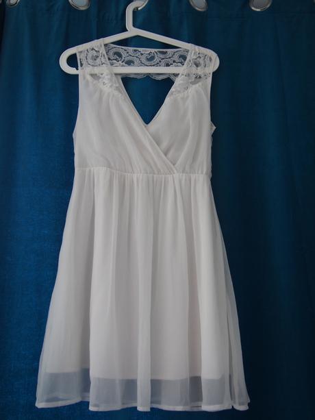 Krátké nežné šaty, 38
