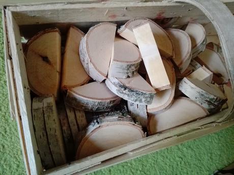 Dřevěné stojánky na jmenovky,