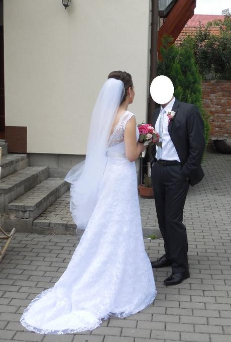 Bílé svatební krajkové šaty, 38