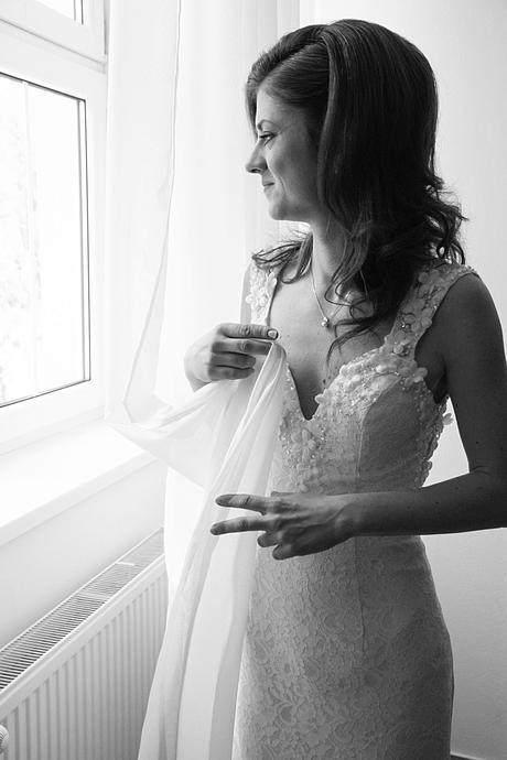 Svadobné šaty s výstrihom V a holým chrbtom, 36