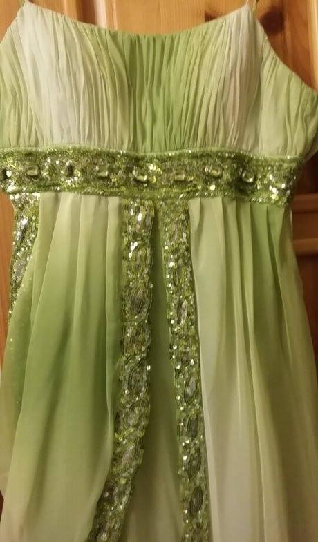 Bielo-zelené spoločenské šaty, 38