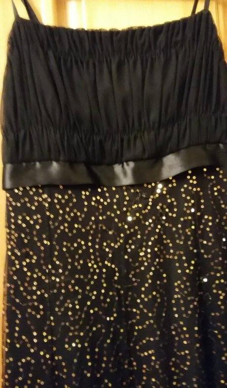 Čierno-zlaté šaty, 36