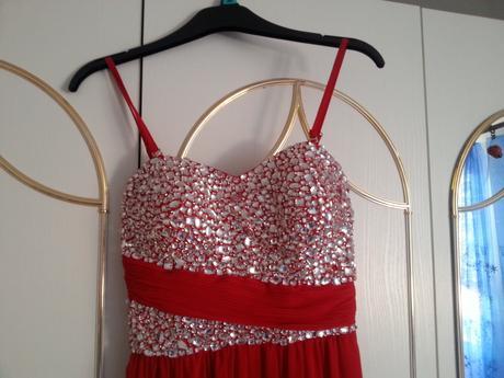 Dlhé červené spoločenské šaty, 38