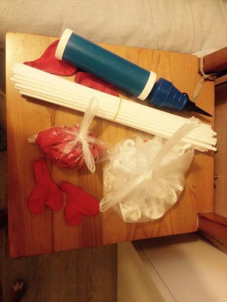 Balónková sada (30ks balonků, tyček + pumpička),