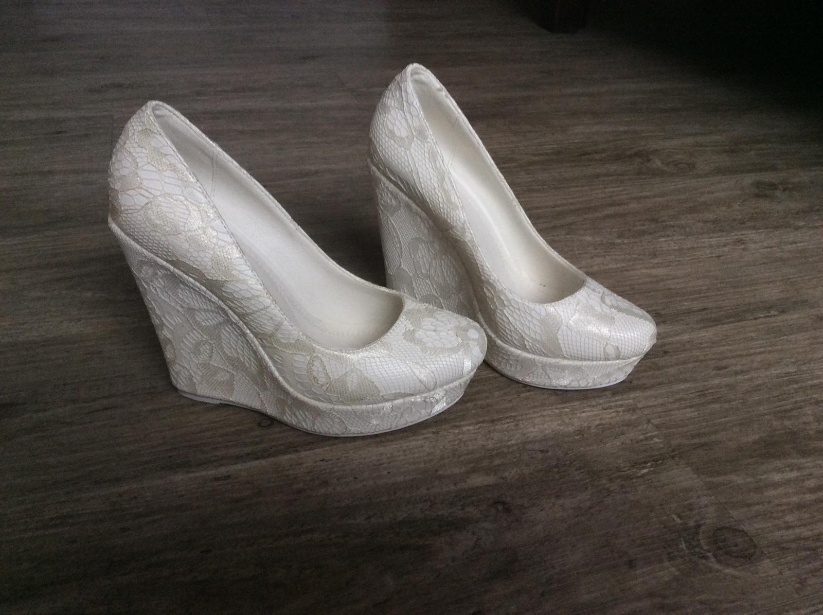 07c5ce9ee7f Svatebni boty na klinku