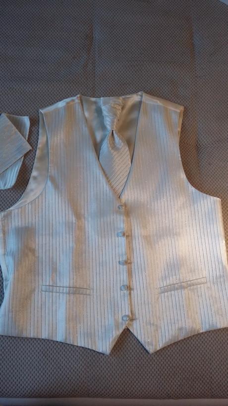 Svadobná vesta a kravata, 46