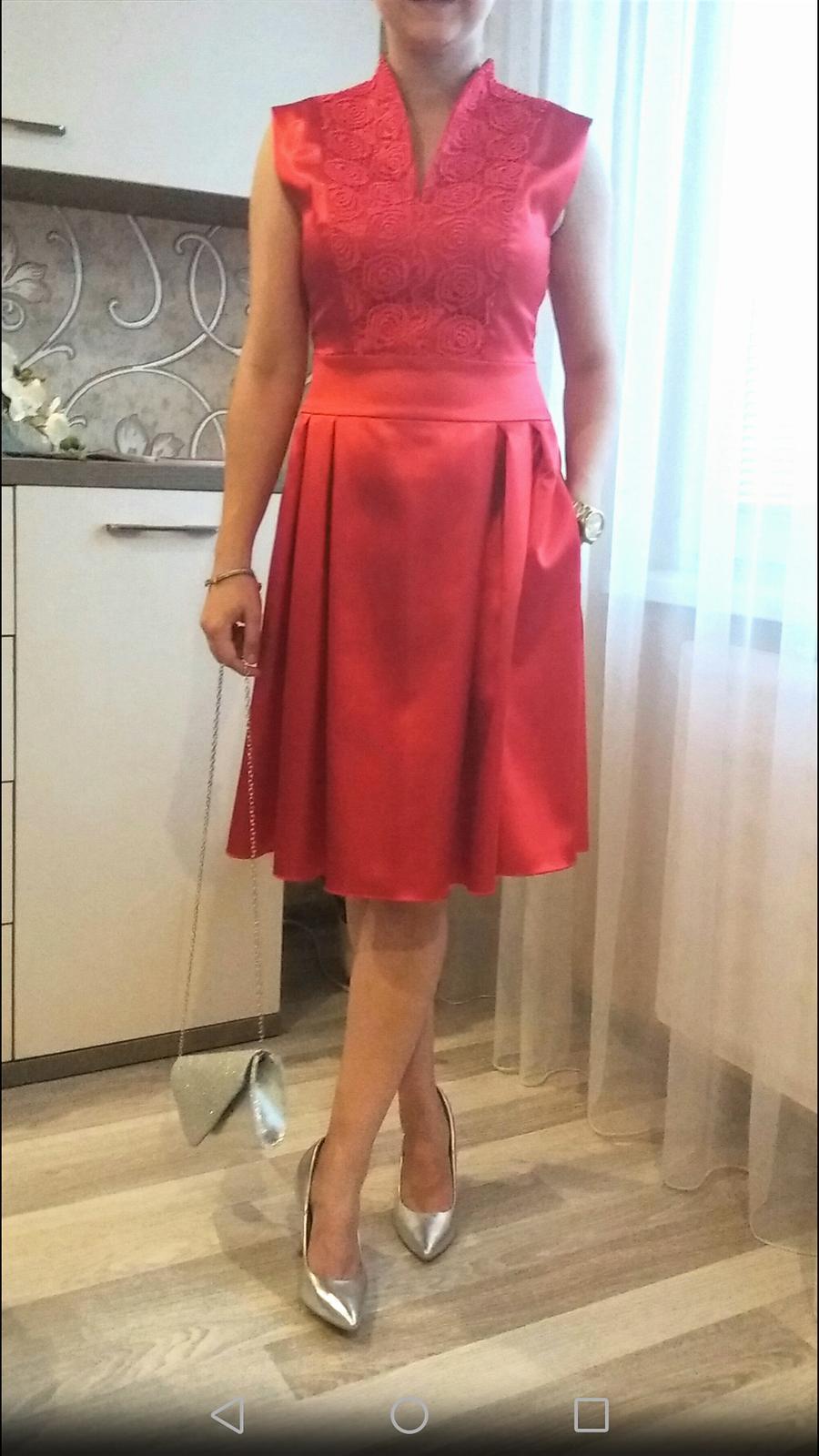 Luxusné červené saténové šaty a095a1a8b9e