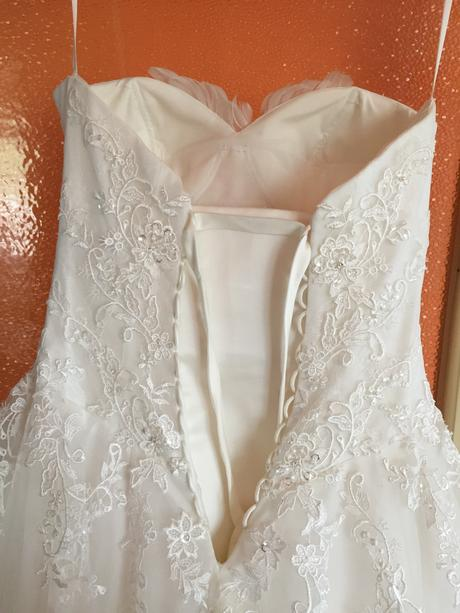 Svadobné šaty site na mieru s pierkami talianske , 38