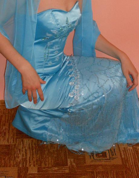 Nenosené tyrkysové šaty, 38