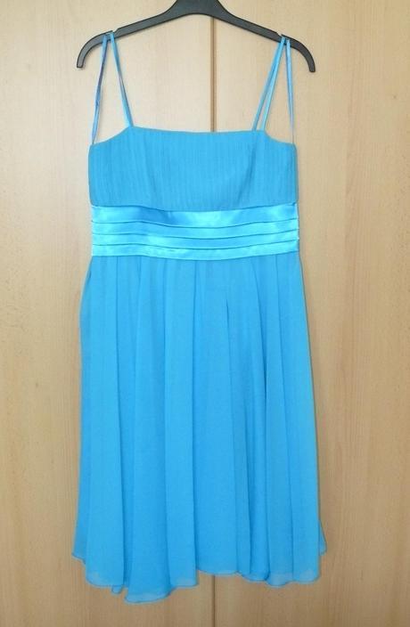 Bledomodré spoločenské šaty, 38