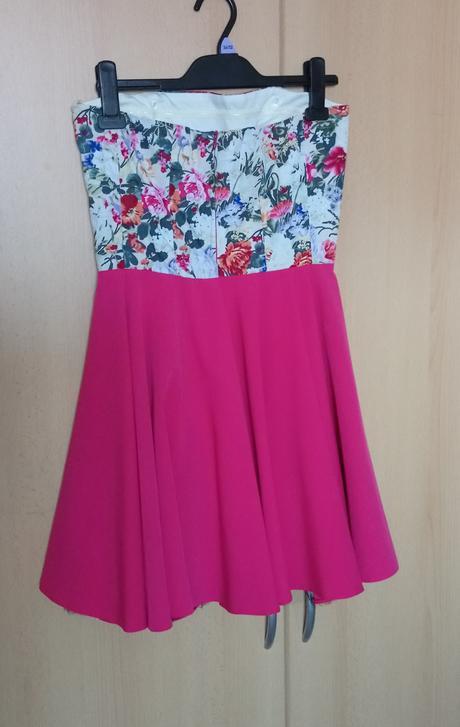 Moderné kvetované šaty, 38