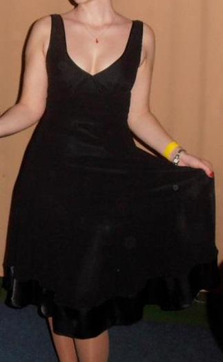 Spoločenské šifónové šaty s výstrihom, 36