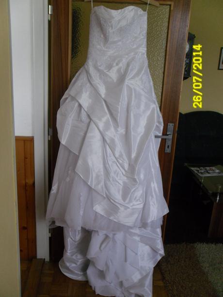 nádherne svadobné šaty , 40