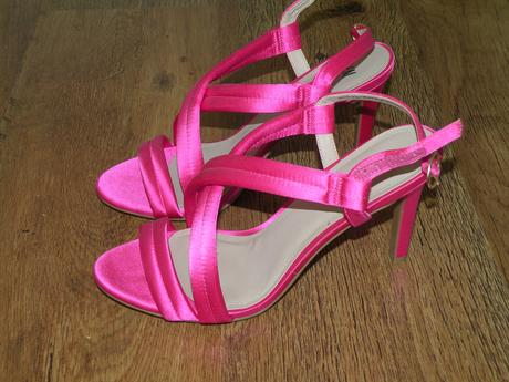 Saténové sandály HM, 40