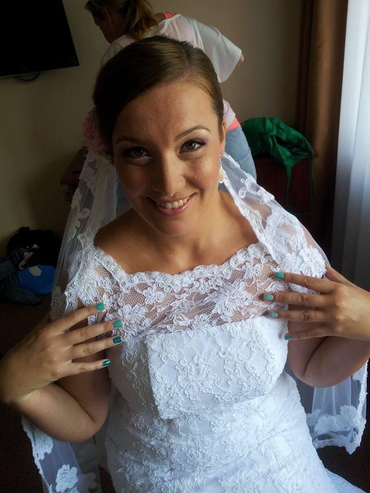 Celo Krajkove Svatebni Saty Se Zavojem 42 8 000 Kc Svatebni