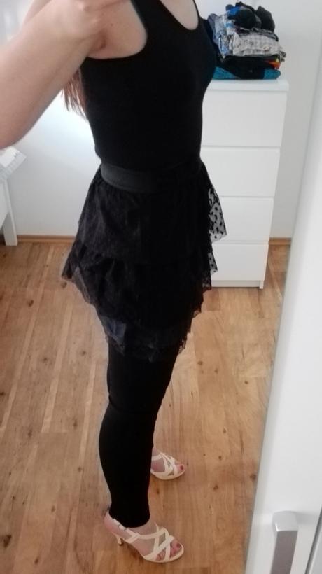 Černé šaty s mašlí, 38