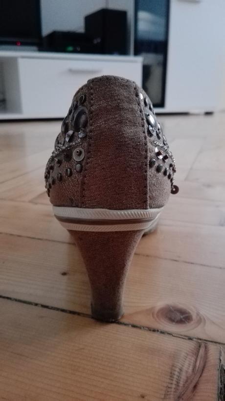 Zlaté boty na klínku, 40