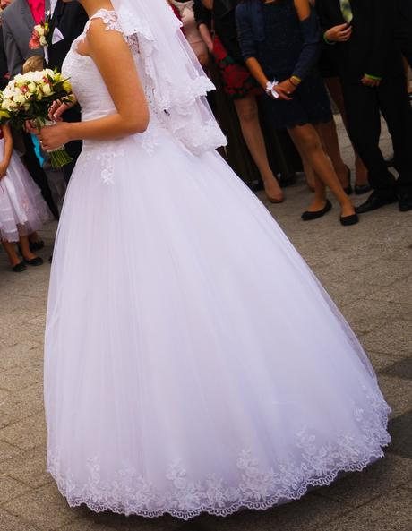 Snehovo-biele svadobné šaty šité na mieru, 38
