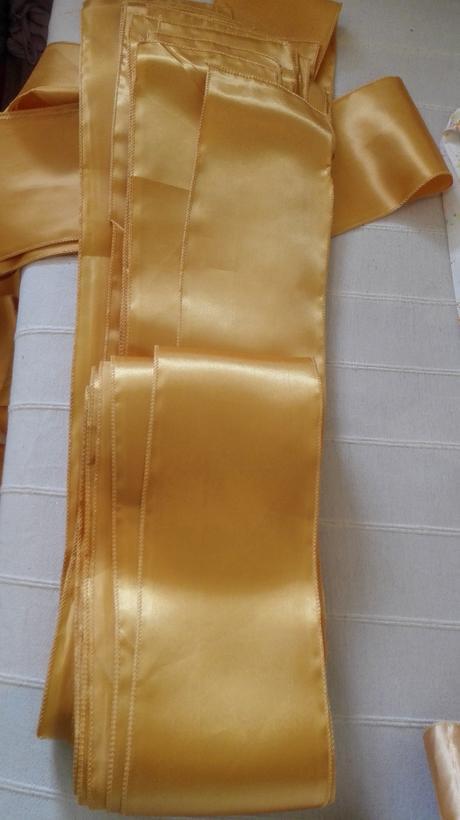 Zlato zlte saténové stuhy cena je za vsetkyc 25 ks,