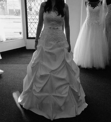 Bílé svatební šaty (vel.38-42), 38
