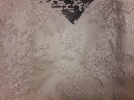 biele svadobne saty s cipkou, 36