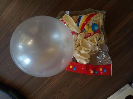 perleťové balóny,
