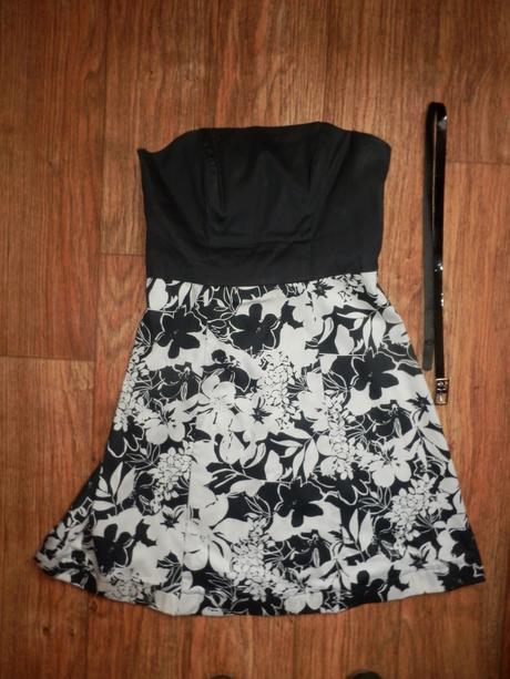 Černo-bílé květované šaty, 38