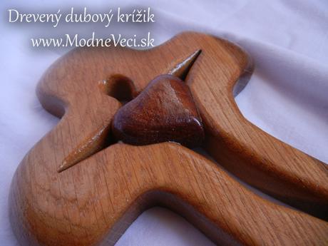 Drevený dubový krížik 22x16cm so srdiečkom,