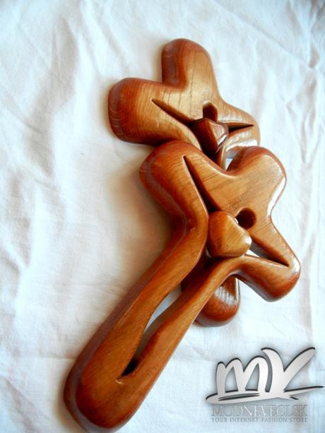 Drevený dubový krížik 26x16cm so srdiečkom,