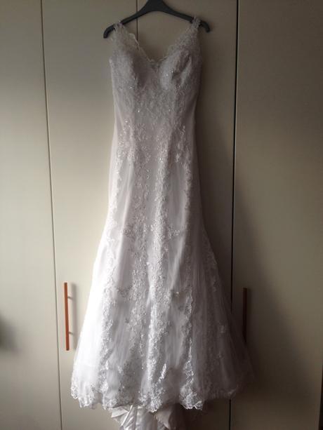 Svadobné šaty s krajkou, 38