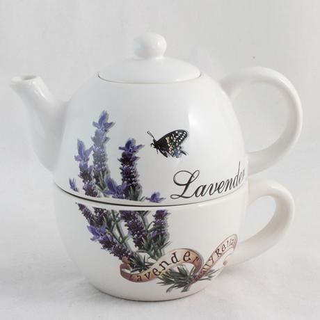 Čajník so šálkou, levandula,