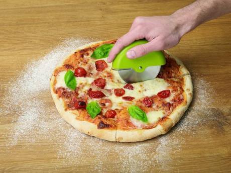 Krájač na pizzu s rotačným krytom ostria JOSEPH JO,