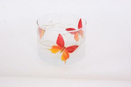 Sklená miska ručne maľovaná s motýľom.  Výška 8cm,,