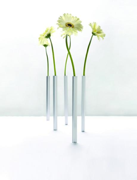 The Fascinating Magnetic Vase 24cm,