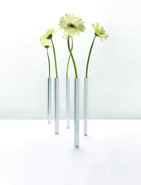 The Fascinating Magnetic Vase 24cm,