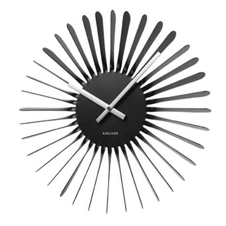Turbínové dizajnové hodiny z lakovaného kovu.,