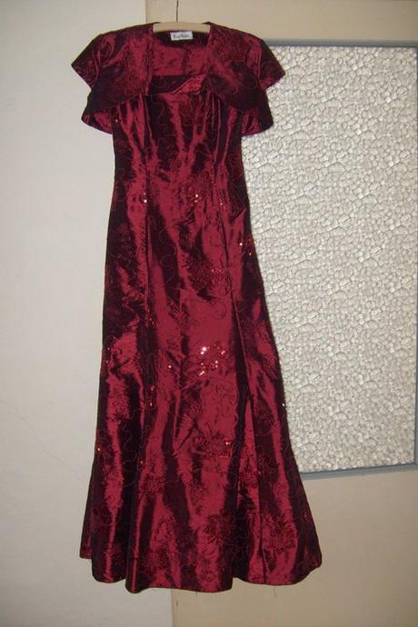 Spoločenské šaty , 38
