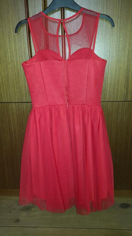 Červené šaty - redový tanec, 36