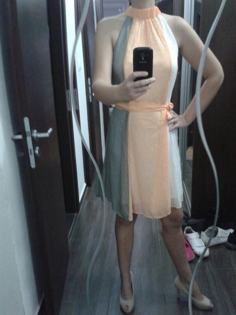 trojfarebne šaty, S