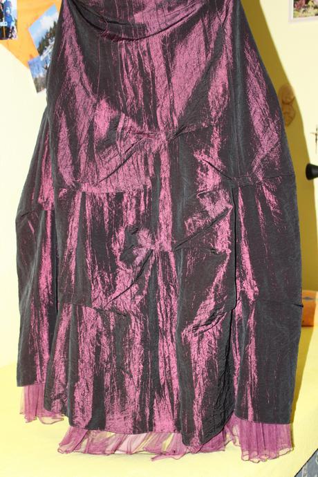Fialové šaty, 38