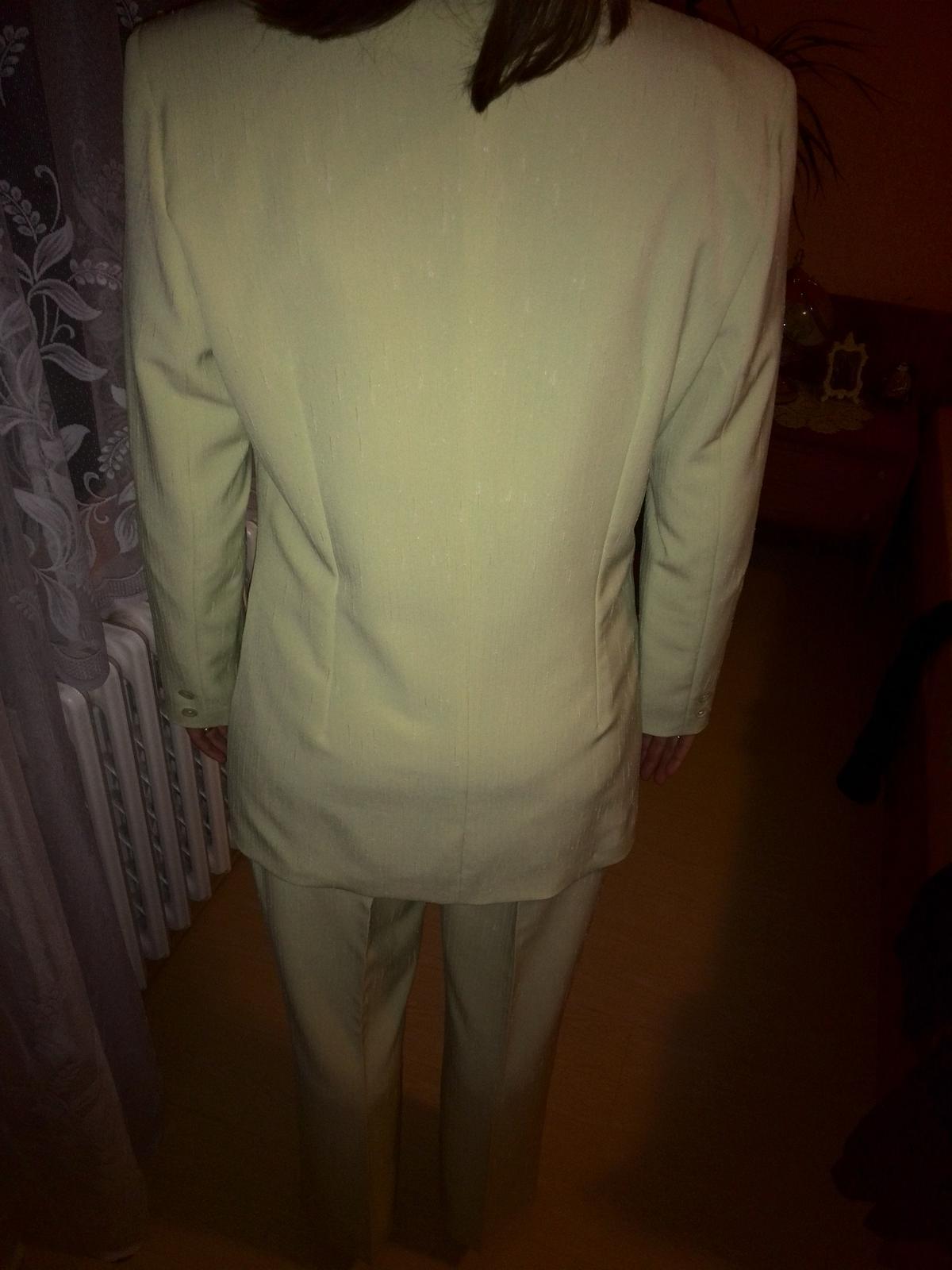 Pastelovo zeleny nohavicovy kostym 44 52262cea1bc
