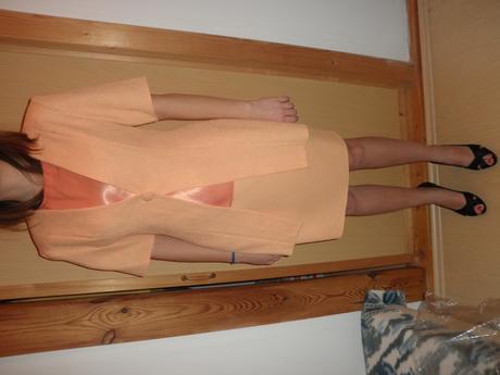 Broskyňový sukňový kostým, 38