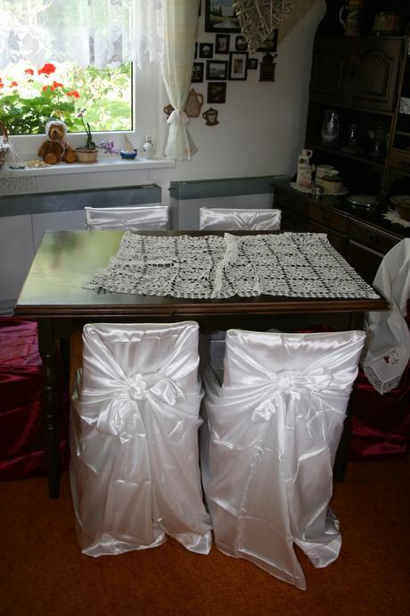 Bílé saténové potahy na židle - univerzální ,